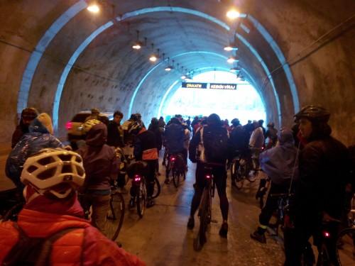 Bisiklet severler Hacıosman-Sarıyer tünelinden geçti.