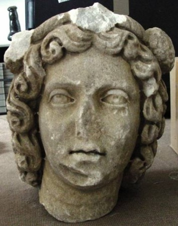 kocaeli-muzesi-mudurlugunden-calinan-heykel-basi-almanya